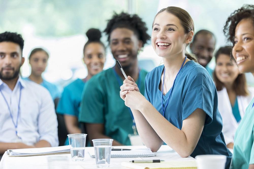 uczniowie medycznej szkoły